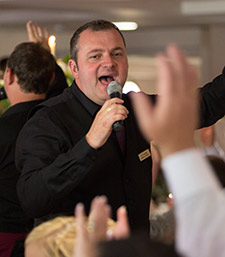 Singing waiter, Marcus Keith