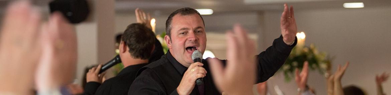 Singing-Waiters-7